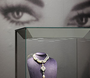 Extra Scoop: Elizabeth Taylor's Ring Fetches $8.8M in NYC Auction