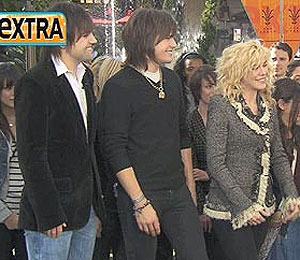 'Extra' Raw! The Band Perry Performs at The Grove