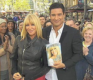 Suzanne Somers Meets 'Extra' at The Grove