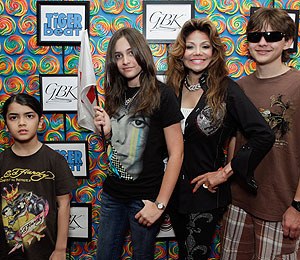 Photo! Michael Jackson's Kids at Kids' Choice Awards Gifting Lounge