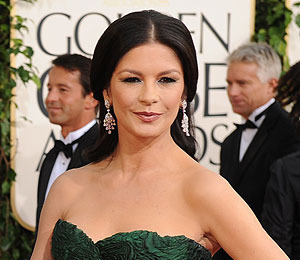 Extra Scoop: Catherine Zeta-Jones' Bipolar Disorder: Her Private Struggle
