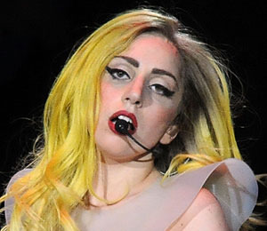 Extra Scoop: Lady Gaga Apologizes for Using 'R' Word