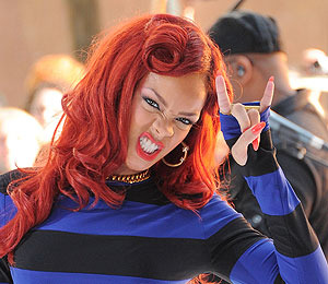 Extra Extra: Rihanna Defends Her Violent New Video