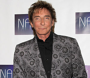 'Extra' to Welcome Special Guest Barry Manilow at The Grove!