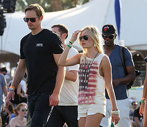 Extra Scoop: Alexander Skarsgard and Kate Bosworth Call It Quits