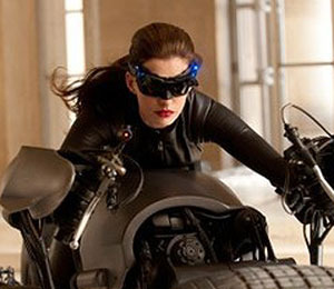 Extra Scoop: First Pic! Anne Hathaway as Catwoman in New 'Batman'