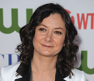 Extra Scoop: Sara Gilbert Splits with Partner