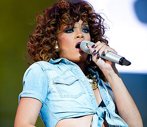 Extra Scoop: Rihanna To Release New Album This Fall