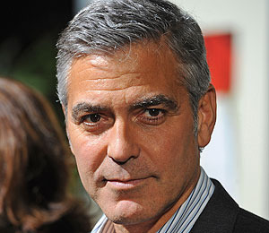 Extra Scoop: George Clooney Wants to Earn Your Emotion in 'The Descendants'