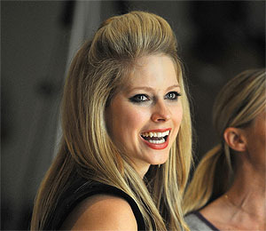 Avril Lavigne Splits, No Spousal Support Needed