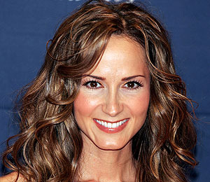 Country Singer Chely Wright Says She's Gay