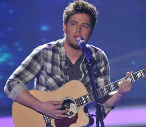 Lee DeWyze Wins Over 'Idol' Judges with Hallelujah