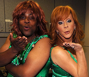 Kenan Thompson and Reba McEntire Wear Same Dress