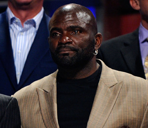 Extra Scoop: Lawrence Taylor Pleads Not Guilty to Rape Charge
