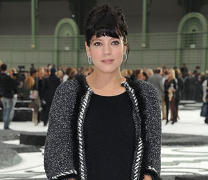 Extra Scoop: Lily Allen Has Miscarriage... Plus, Oksana Face-to-Face with Mel!