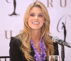 Extra Scoop: Former Beauty Queen Carrie Prejean is Pregnant!