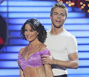 Extra Scoop: Jennifer Grey Earns Perfect Score on 'DWTS' Finale!