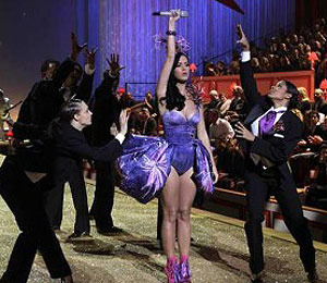 Video! Katy Perry Performs for Victoria's Secret Fashionistas