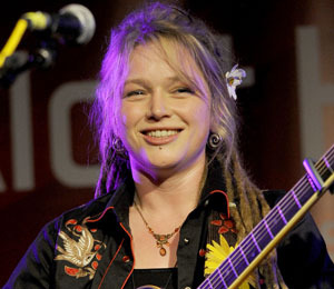 Crystal Bowersox Performs New Single