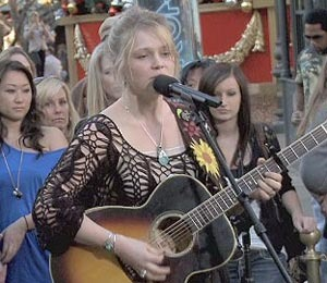 'Extra' Raw: Crystal Bowersox LIVE at The Grove!