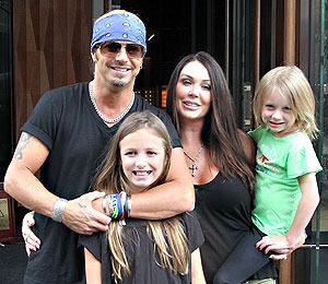 Extra Scoop: Bret Michaels is Engaged! Plus, 'Spider-Man' Actor Falls 30 Feet!
