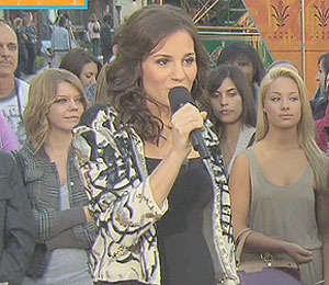 'Extra' Raw: Kara DioGuardi LIVE at The Grove!