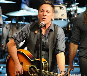 Video! Bruce Springsteen Chugs a Fan's Beer -- In 10 Seconds!