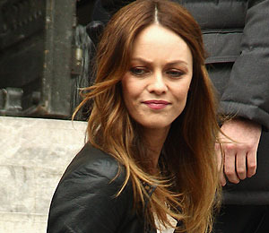 Extra Scoop: Vanessa Paradis Addresses Johnny Depp 'Rumors'