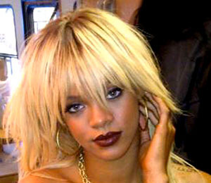Extra Scoop: Topless Rihanna Shows Off Sexy Blonde 'Do