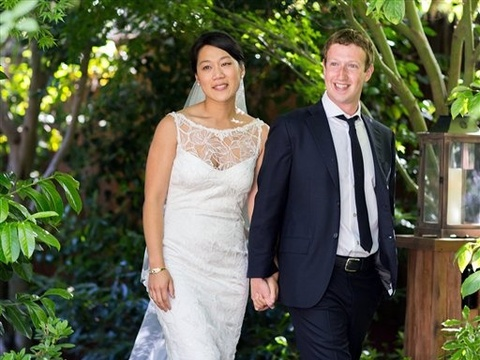 Mark Zuckerberg Marries Longtime Girlfriend