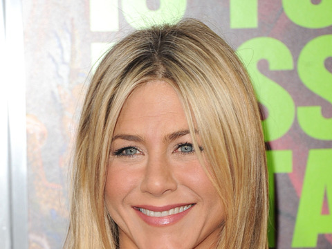 Watch Jennifer Aniston is Engaged to JustinTheroux video