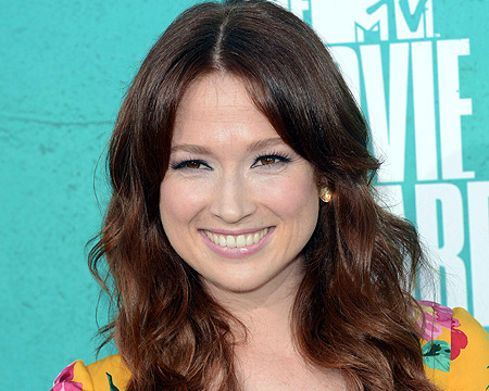 'Bridesmaids' Actress Ellie Kemper Becomes Bride