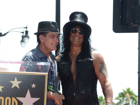 Extra Scoop: Charlie Sheen Honors Slash, Roasts Axl Rose