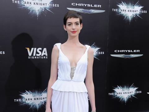 'Dark Knight Rises' Premiere: Anne Hathaway Wears Wedding White