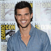 Extra Scoop: Is It New Love for 'Twilight' Hottie Taylor Lautner?