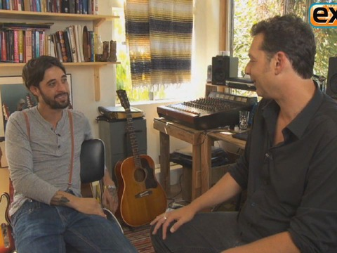 Video! Ryan Bingham Performs for 'Extra'