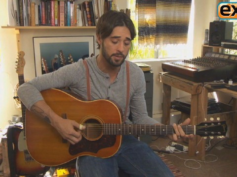 Ryan Bingham Performs for 'Extra'