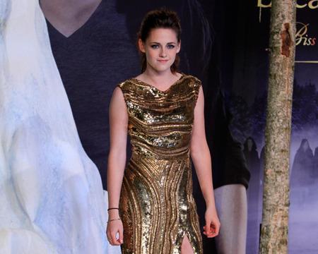 Kristen Stewart Channels Angelina Jolie at 'Breaking Dawn 2' Event?