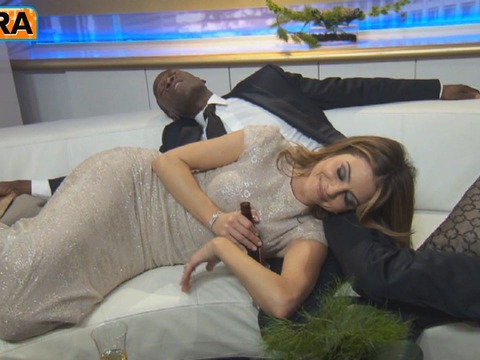 Don Cheadle's Backstage Nap with Maria Menounos at the Globes