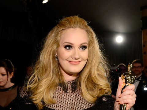 Adele posed backstage with her 2013 Oscars in hand.