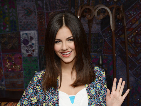 Chat Live with Victoria Justice!