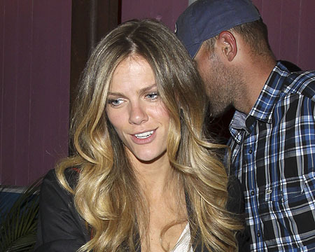 Brooklyn Decker signed autographs as she left a Hollywood restaurant with hubby…