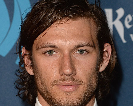 Extra Scoop: Alex Pettyfer Films Steamy 'Fifty Shades' Screen Test