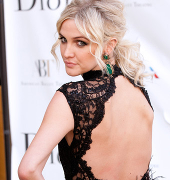 Pic! Ashlee Simpson Wows at Ballet in Backless Gown