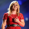 Oops! Kelly Clarkson Misplaces Her Engagement Ring [Getty Images]