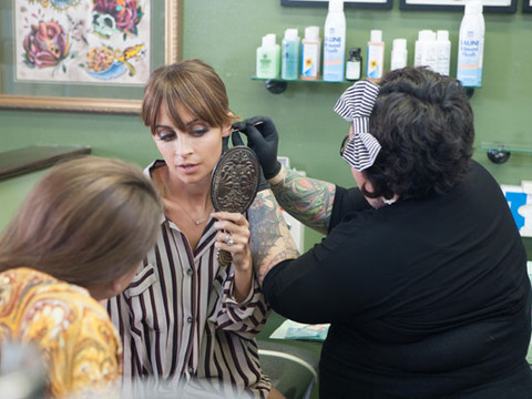 #CandidlyNicole: Nicole Richie and Sister Visit the Piercing Parlor