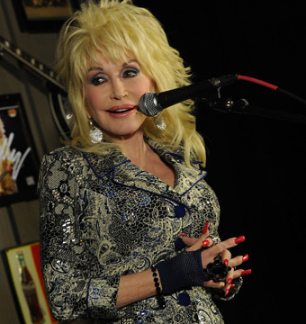 Dolly Parton Sets Record Straight on Cancer Rumors