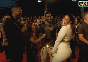 'Extra' Raw! Twerking and Singing on the VMAs Red Carpet!