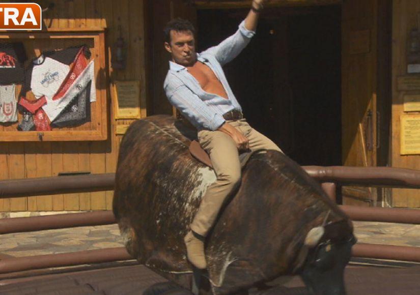 Bruno Tonioli Rides the Bull at Universal Studios Hollywood