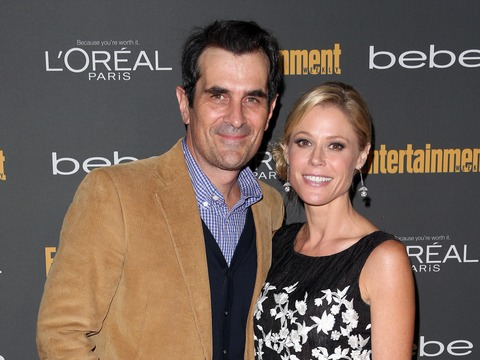 """Modern Family"" Stars Ty Burrell and Julie Bowen arrived to Entertainment…"